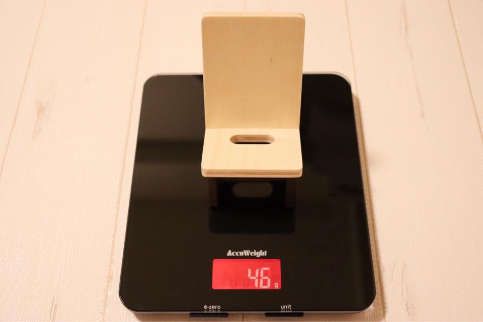 ヤマト工芸 chair holderの重さは46g。非常に軽量ながら、しっかりと支えてくれる