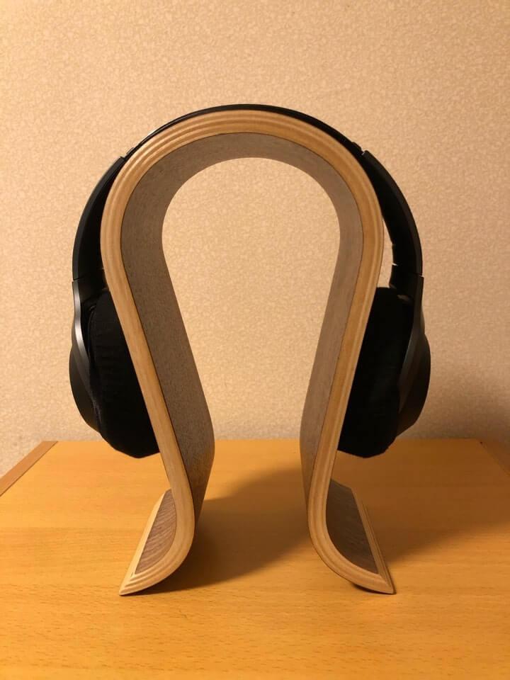TCATEC ヘッドフォンスタンドは中心部分がちょうど良い太さなのでしっかりとヘッドホンが挟んでくれる