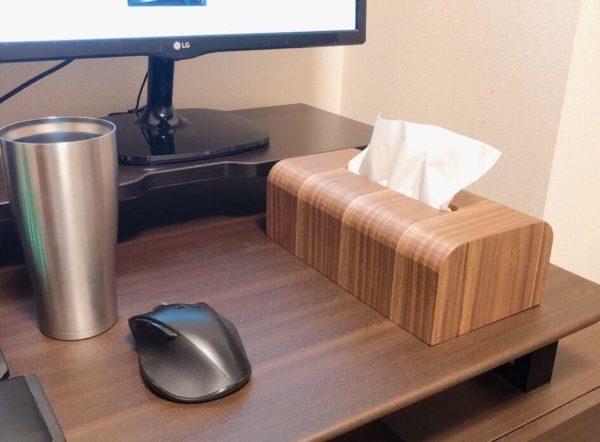 MUMAMI 木製ティッシュボックスは、デスクに置いても邪魔にならないサイズ