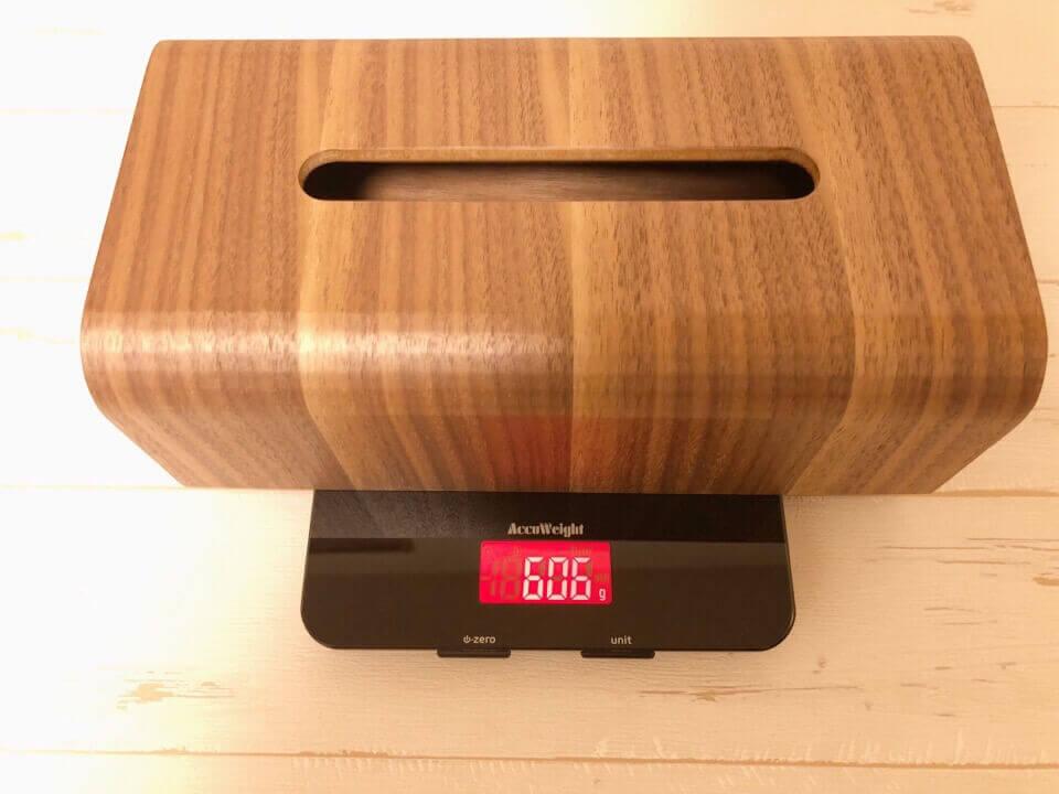 MUMAMI 木製ティッシュボックスの重さは606g しっかりとした作りになっている