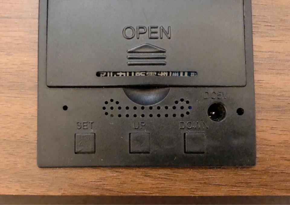 CosyLife 木目調置き時計 SETボタンを押す