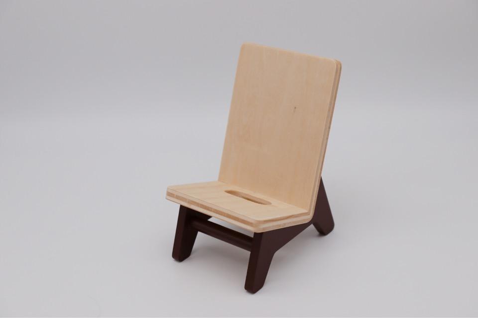 ヤマト工芸 chair holderの外観。椅子の形でおしゃれ