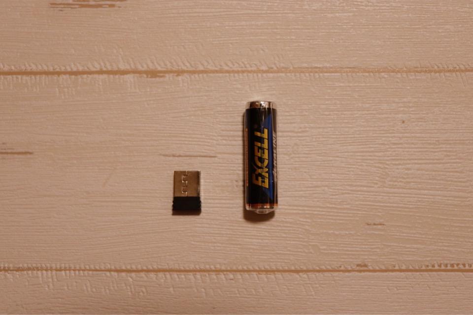 エレコム TK-FDM088TBKの付属品はレシーバーユニットと単三電池1本