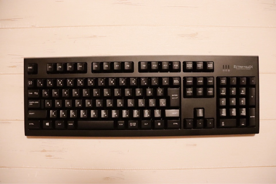 エレコム TK-FDM088TBKの外観。光沢のある黒色