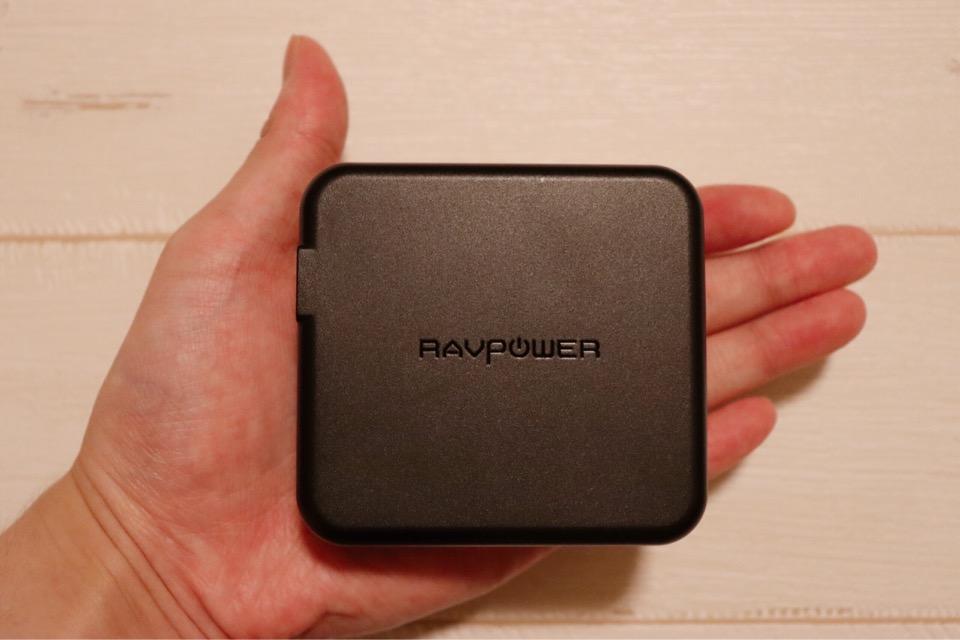 RAVPower RP-PB125は手のひらサイズの大きさ