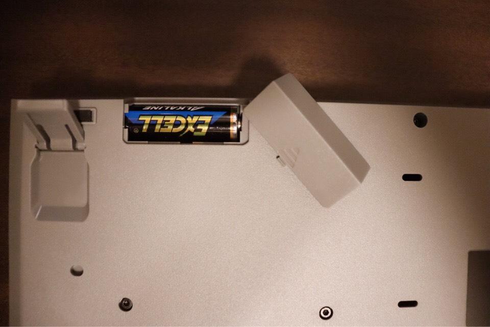エレコム TK-FDM088TBKは単三電池1本で動かせる