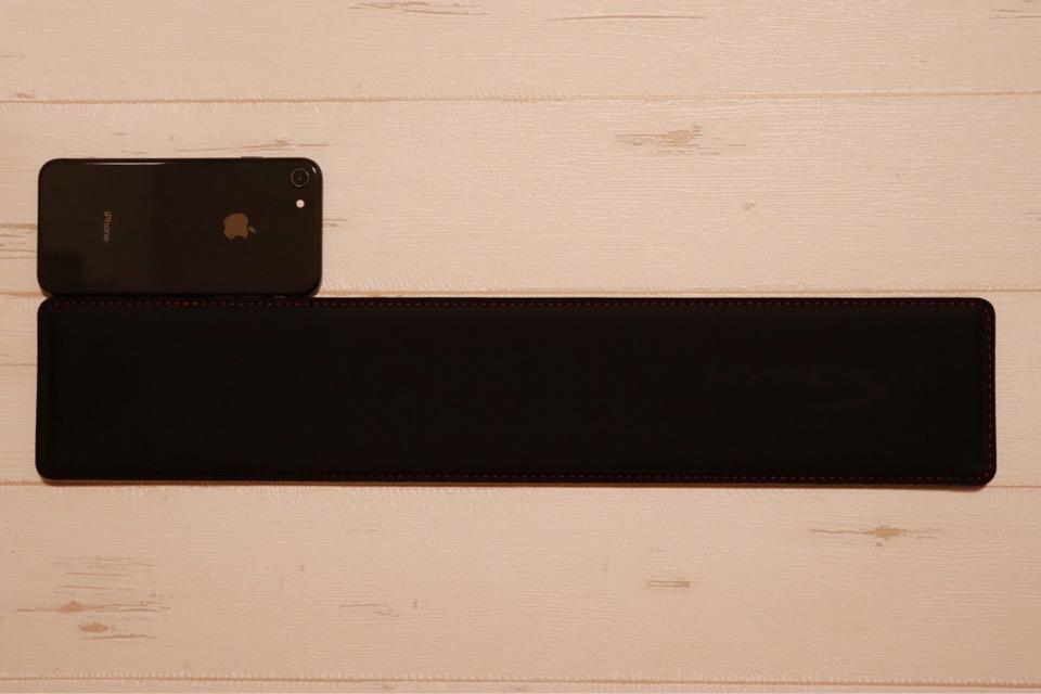 キングストンHyperX HX-WRの長さは『iPhone8』3つ分