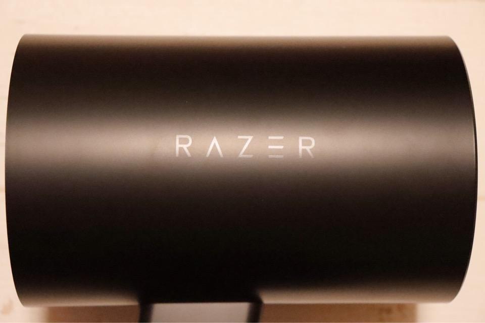 Razer NOMMO Chromaの側面にはお馴染み、Razerのロゴが刻印されています