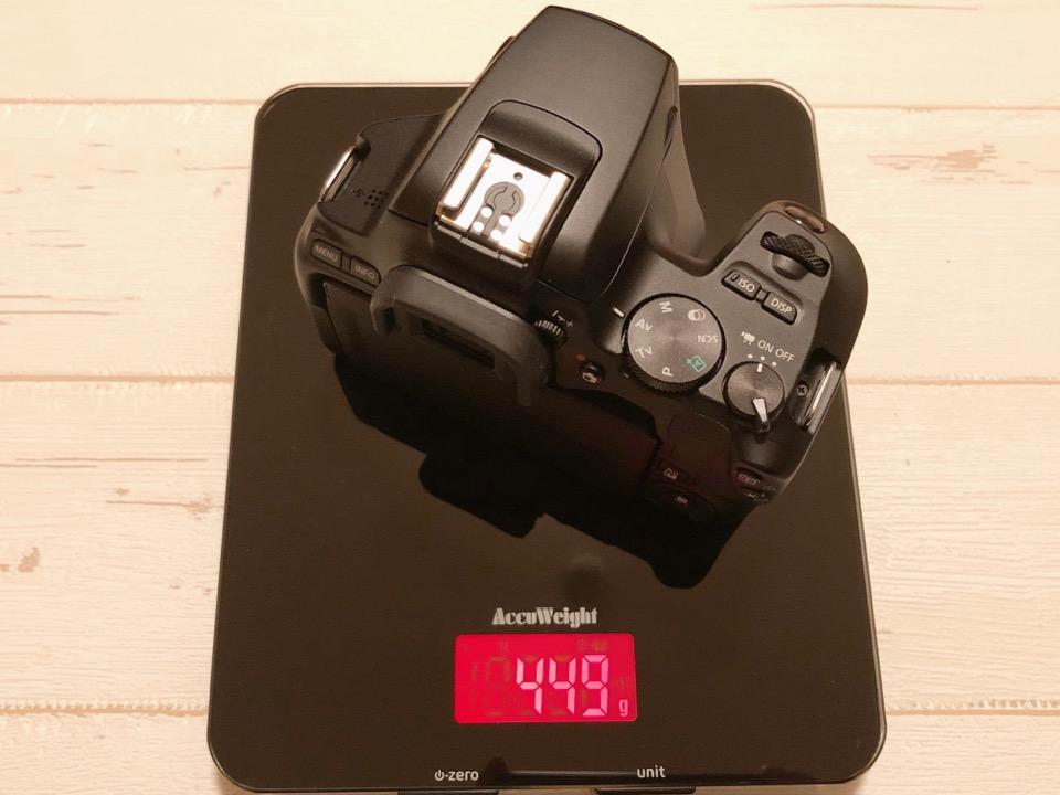 EOS kiss x10は449gと世界最軽量の一眼レフカメラ