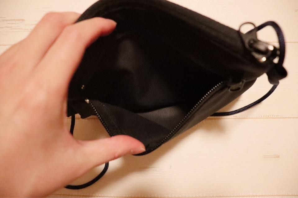 コミケ用財布tefoxトラベルウォレットには、後ろポケットがあり、サークル配置図が入れられる