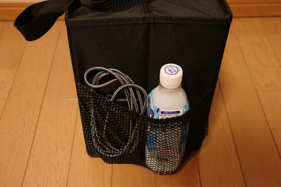 カウネットのコミケ用ミーティングバッグは、サイドポッケにペットボトルやモバイルバッテリー、宝の地図(サークル配置図)を入れる事ができる