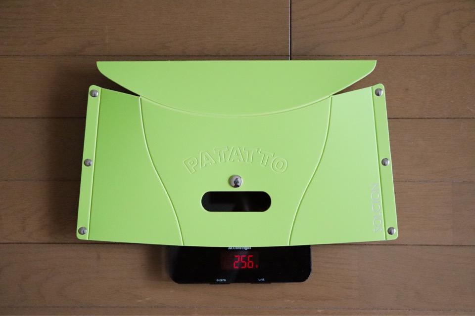 コミケ用の折りたたみ椅子に最適なパタットミニ(PATATTO mini)の重さは256g。かなり軽い
