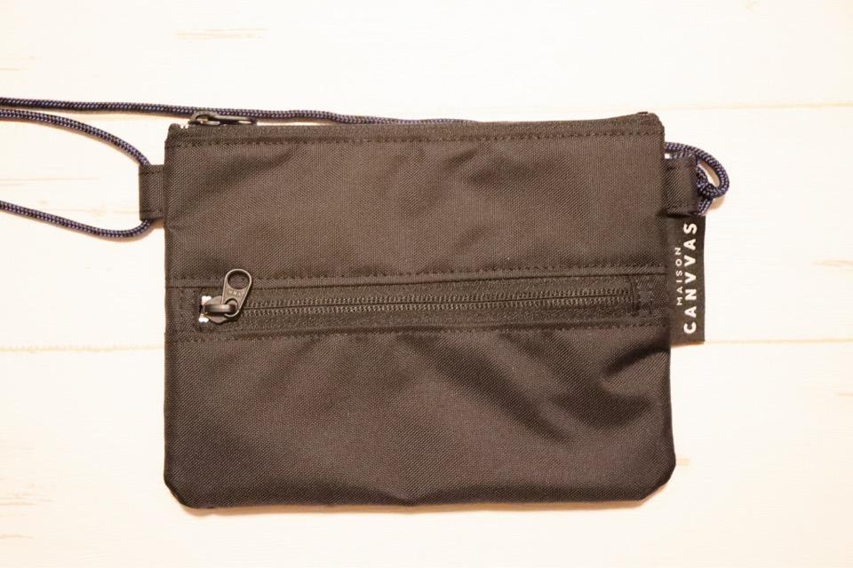 コミケ用の盗難防止首掛け財布。分け目があり、1000円、500円、100円が入れられる。
